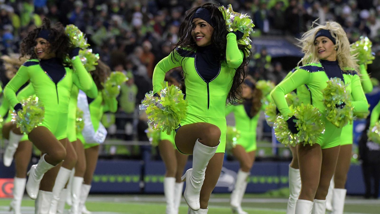 121916-nfl-cheerleaders-seahawks-pi