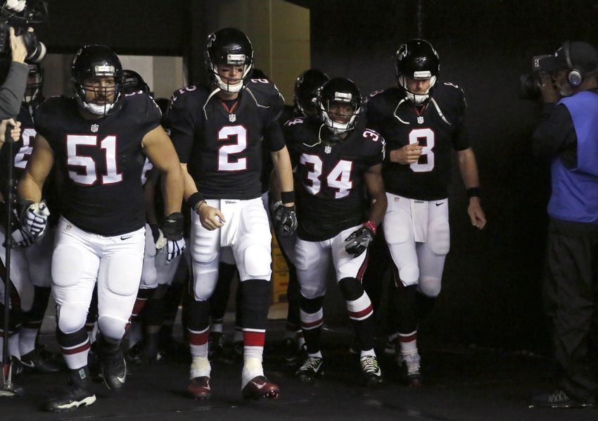 9754477-matt-schaub-alex-mack-brian-poole-matt-ryan-nfl-san-francisco-49ers-atlanta-falcons