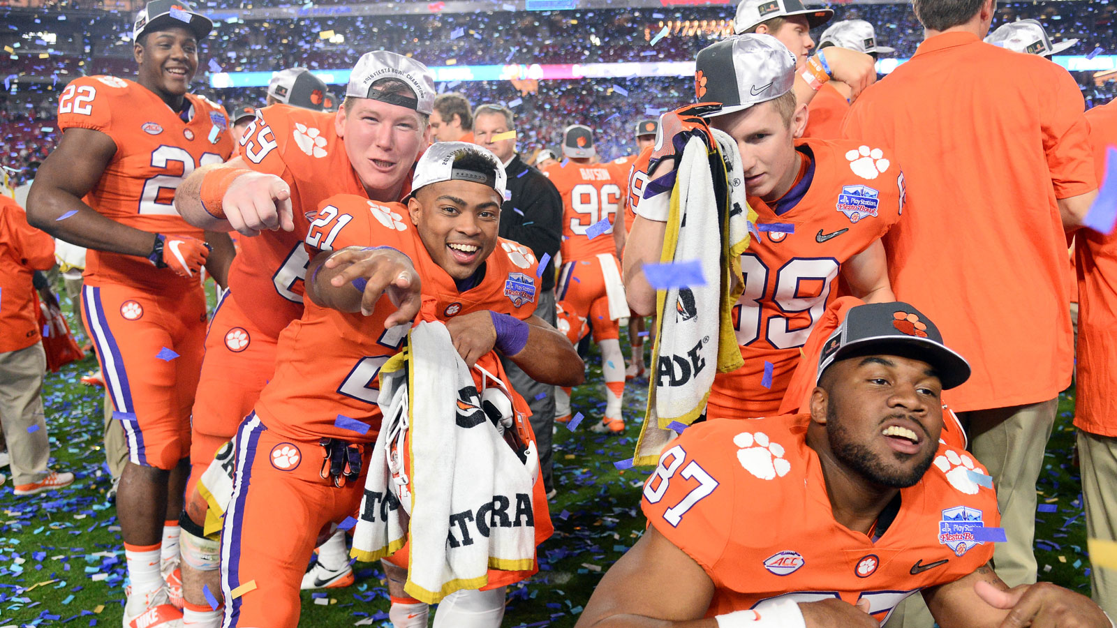 Pros on Alabama, public on Clemson in CFP title game