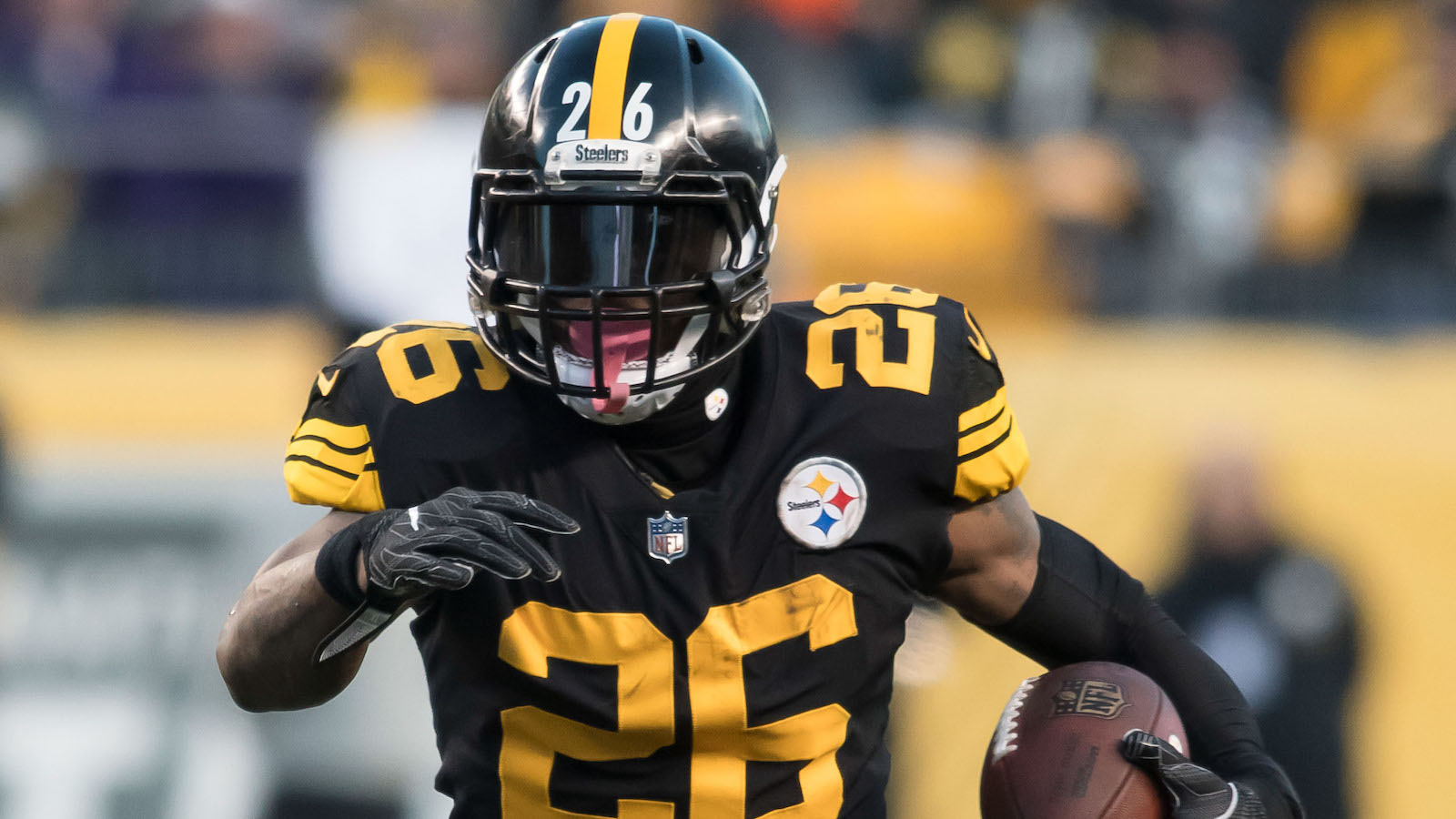 Dec 25, 2016; Pittsburgh, PA, USA; Pittsburgh Steelers running back Le'Veon Bell (26) runs with the ball during the first quarter of a game against the Baltimore Ravens at Heinz Field. Pittsburgh won the contest 31-27. Mandatory Credit: Mark Konezny-USA TODAY Sports