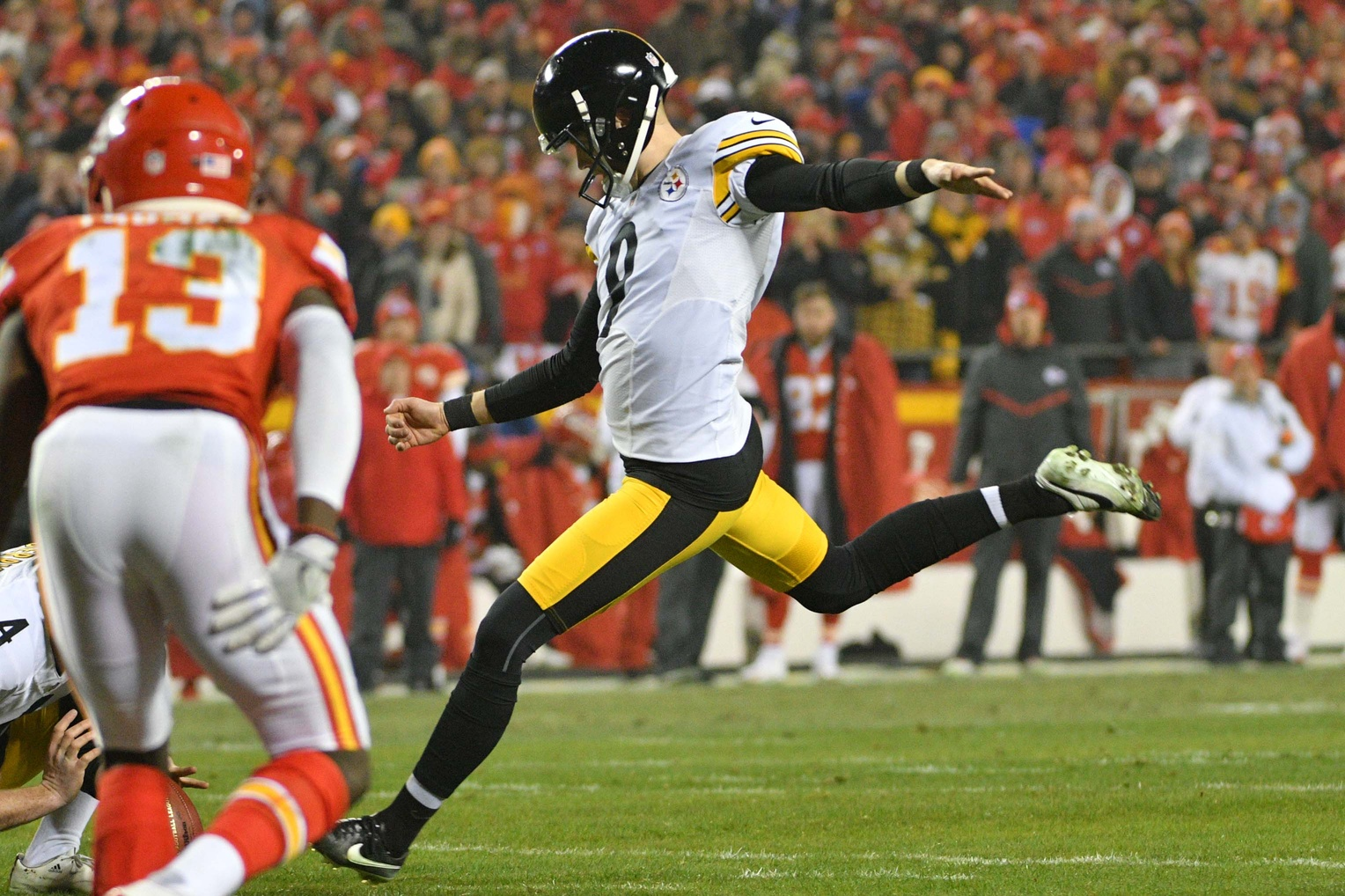 Steelers defense, special teams give Chiefs' Hill no room to run