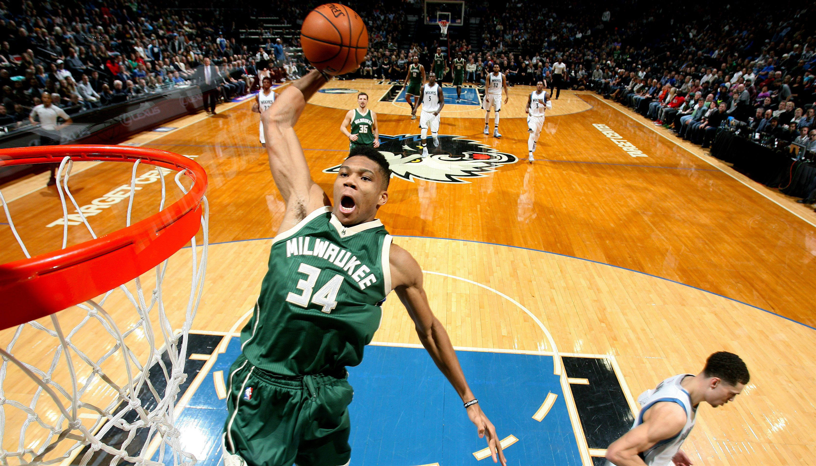 MINNEAPOLIS, MN - DECEMBER 30: Giannis Antetokounmpo #34 of the Milwaukee Bucks goes for the dunk during the game against the Minnesota Timberwolves on December 30, 2016 at Target Center in Minneapolis, Minnesota. NOTE TO USER: User expressly acknowledges and agrees that, by downloading and or using this Photograph, user is consenting to the terms and conditions of the Getty Images License Agreement. Mandatory Copyright Notice: Copyright 2016 NBAE (Photo by David Sherman/NBAE via Getty Images)
