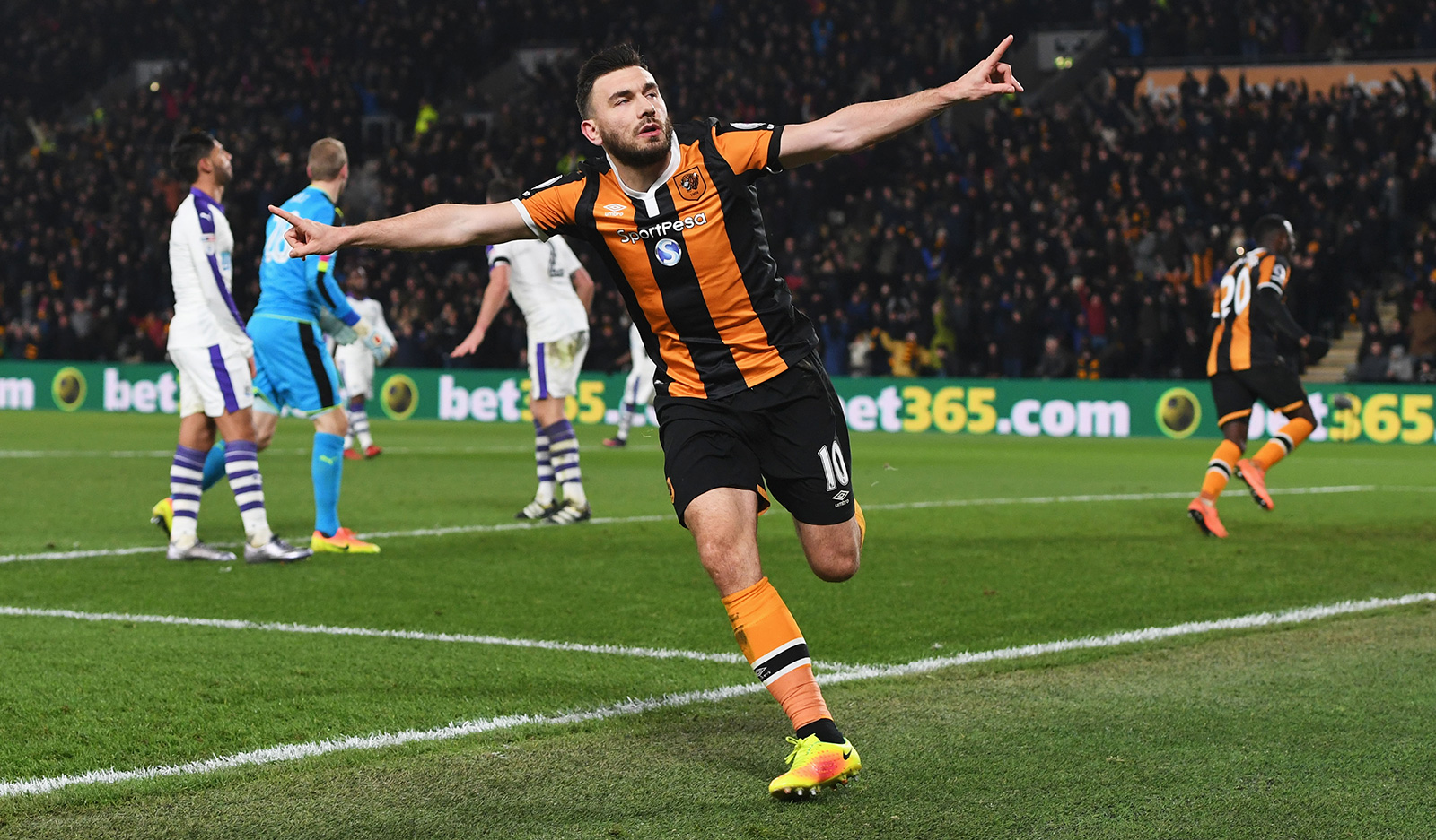West Ham sign Robert Snodgrass from Hull in £10.2m deal
