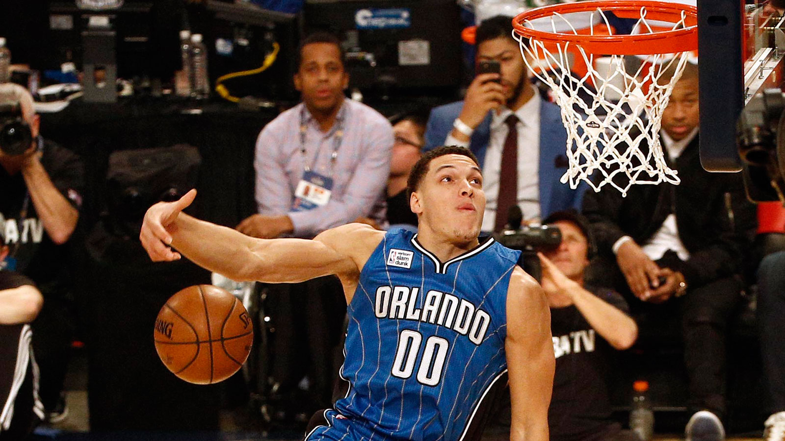 21817-NBA-Slam-Dunk-contest-PI2-AV