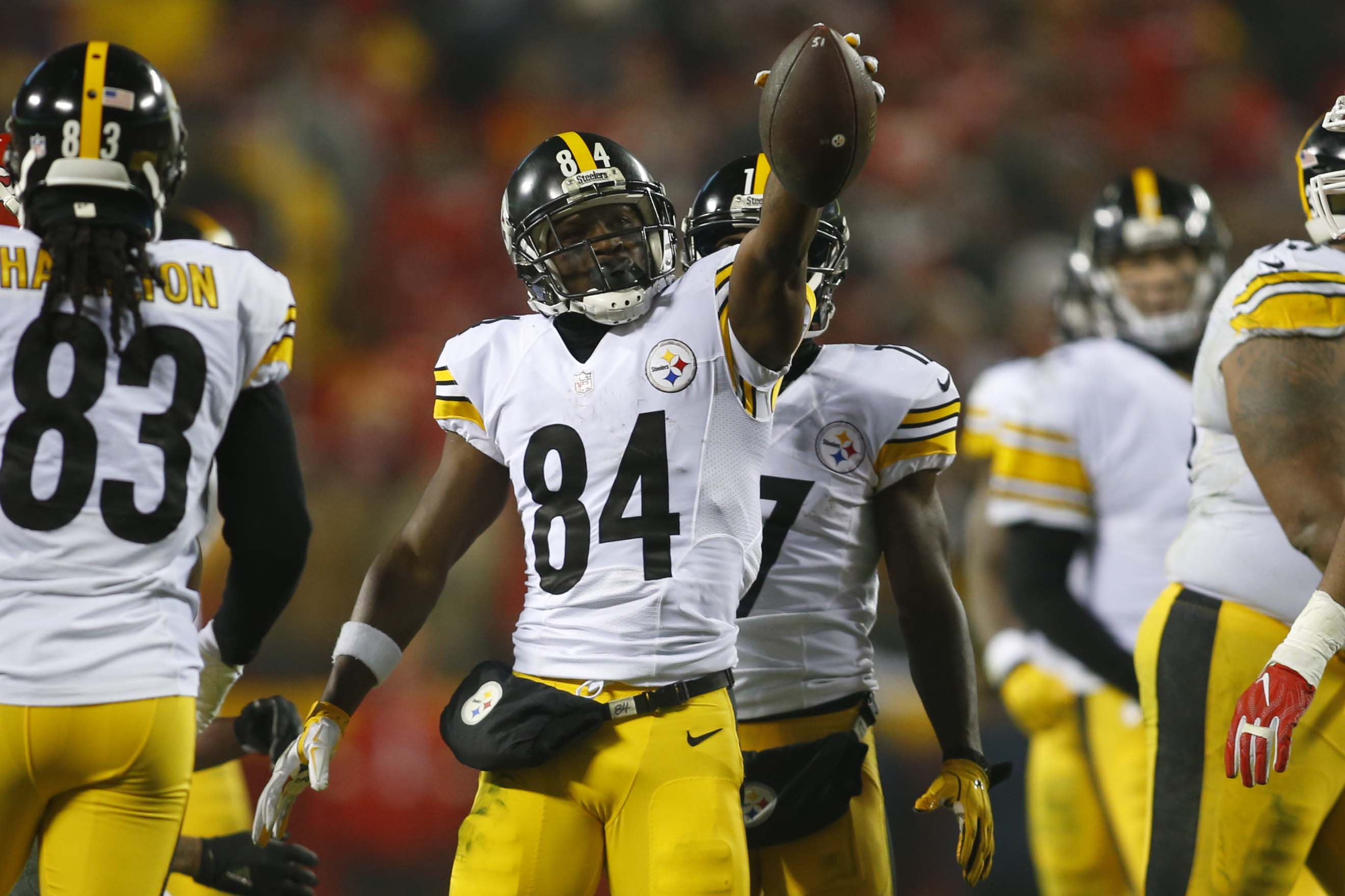 Jan 15, 2017; Kansas City, MO, USA; Pittsburgh Steelers wide receiver Antonio Brown (84) holds up the ball after a play during the second quarter against the Kansas City Chiefs in the AFC Divisional playoff game at Arrowhead Stadium. Mandatory Credit: Jay Biggerstaff-USA TODAY Sports