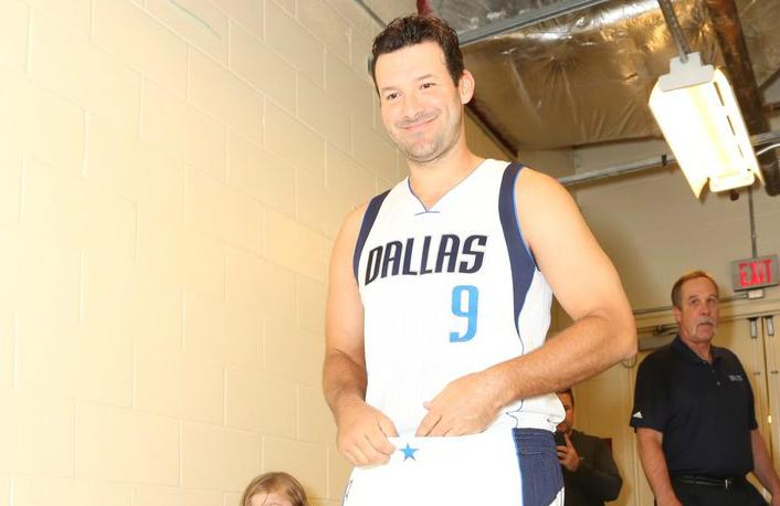 041117-NBA-Dallas-Mavericks-Tony-Romo-1