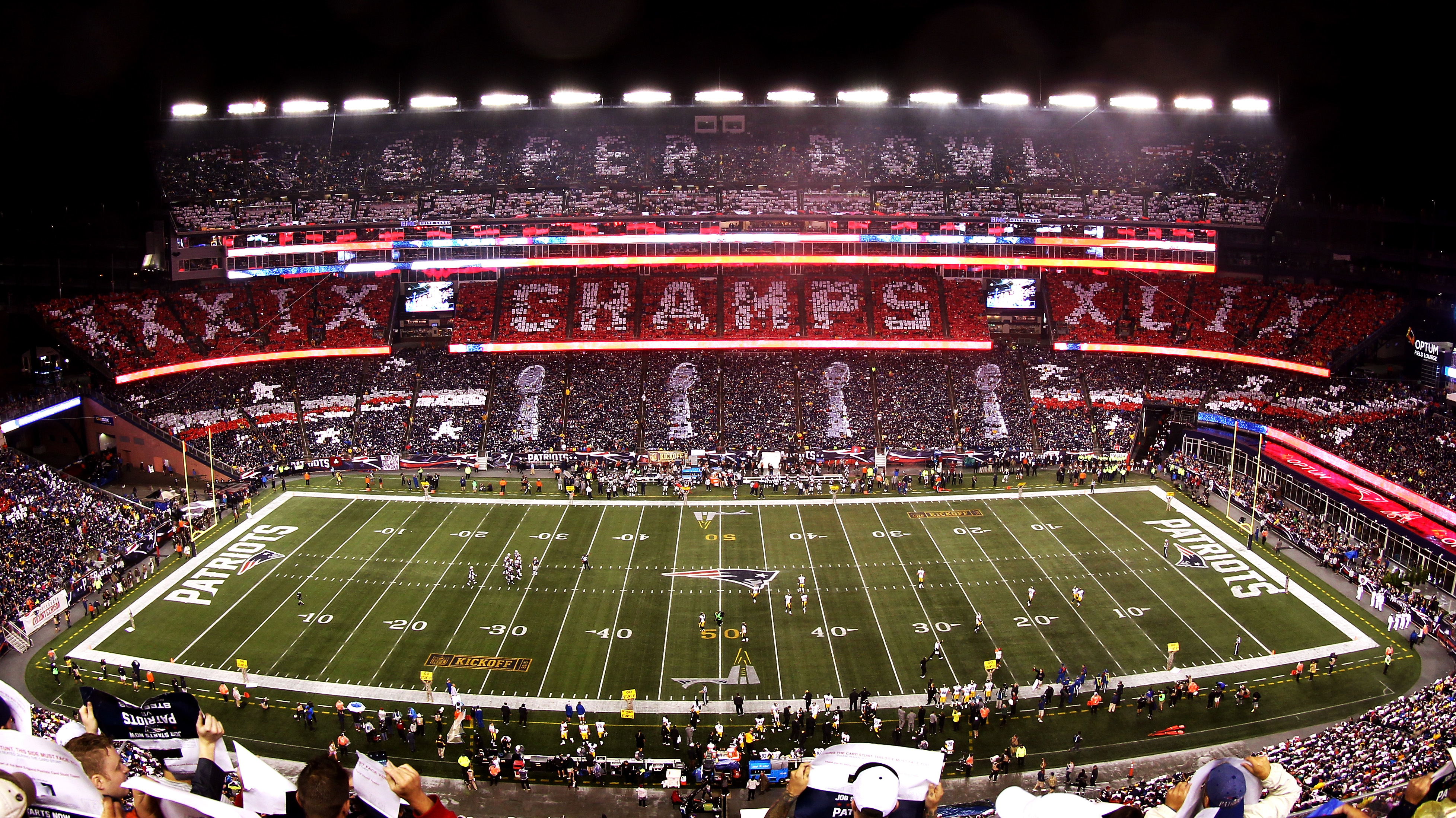 FOXBORO, MA - SEPTEMBER 10: General view as fans hold up cards to celebrate the New England Patriots Super Bowl championships at the start of the game against the Pittsburgh Steelers at Gillette Stadium on September 10, 2015 in Foxboro, Massachusetts.  (Photo by Mike Lawrie/Getty Images)
