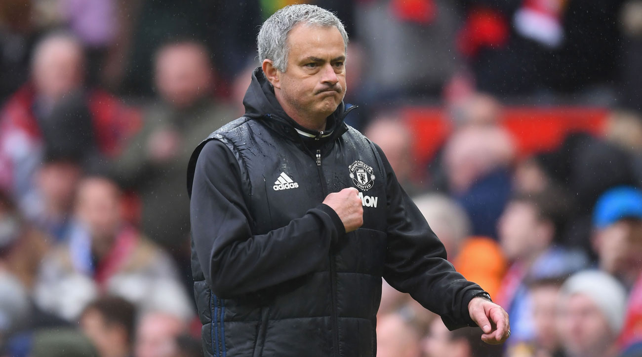 jose-mourinho-crest-manchester-united