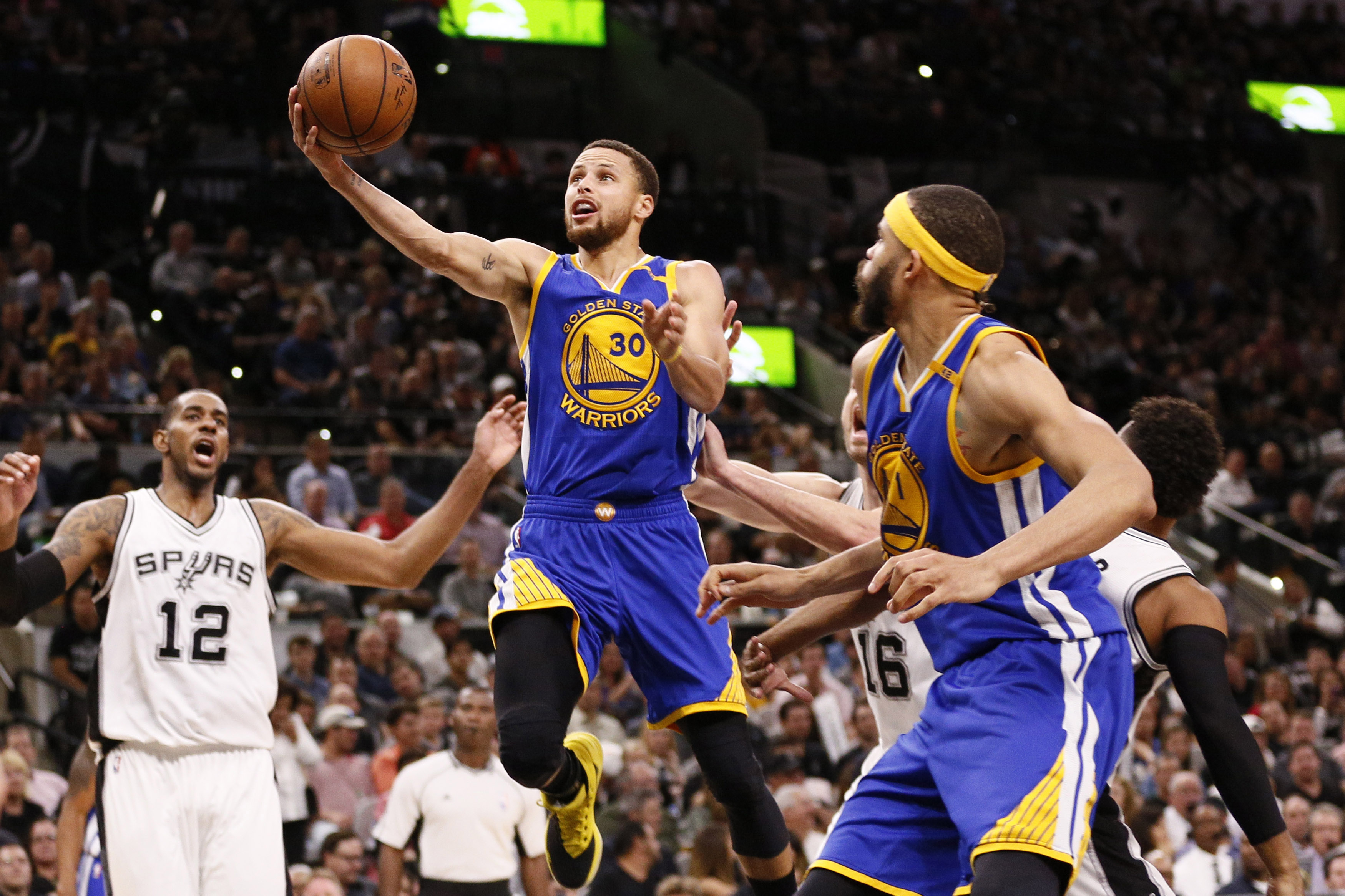 Mar 29, 2017; San Antonio, TX, USA; Golden State Warriors point guard Stephen Curry (30) drives to the basket as San Antonio Spurs power forward LaMarcus Aldridge (12) looks on during the second half at AT&T Center. Mandatory Credit: Soobum Im-USA TODAY Sports