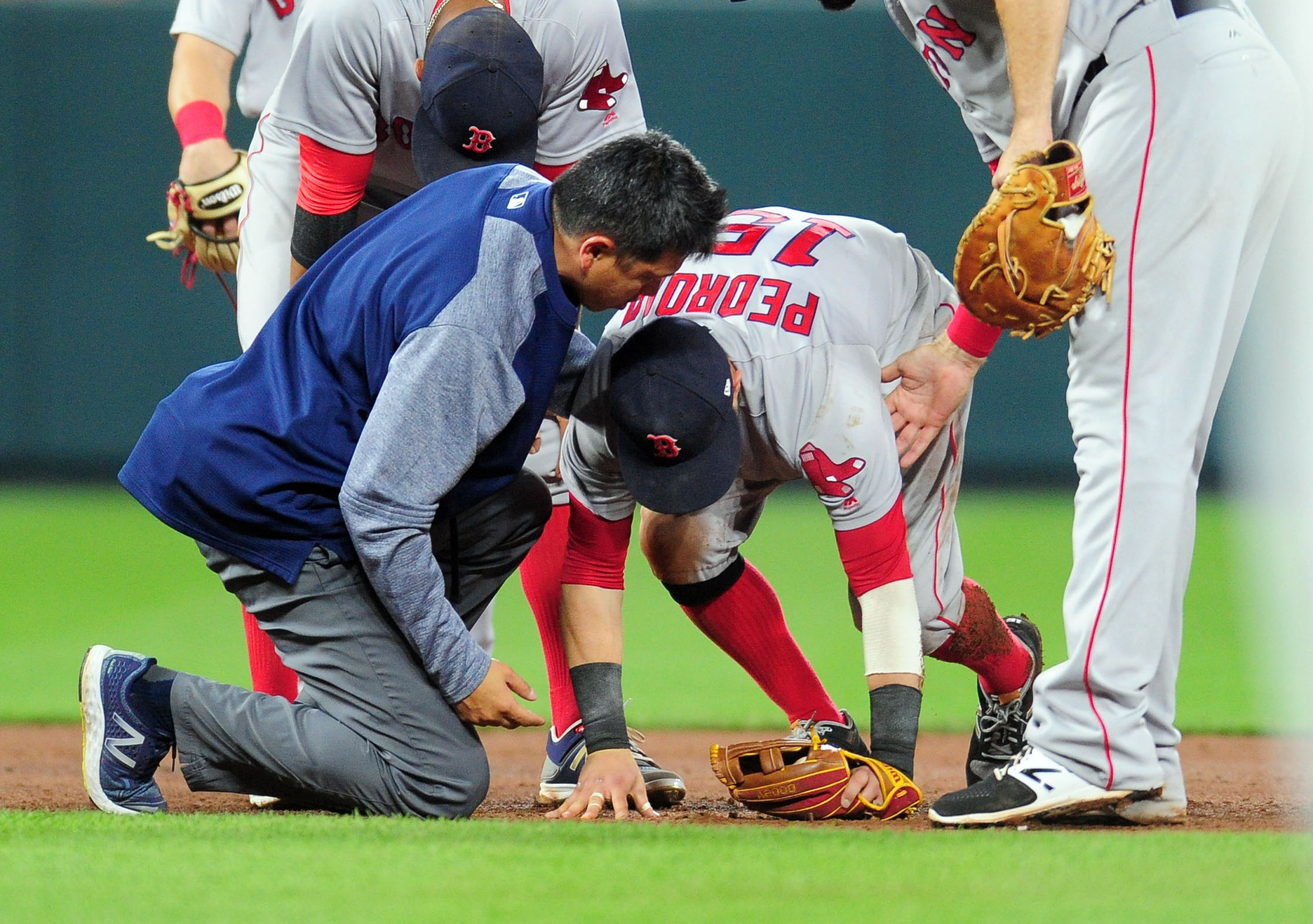 Pedroia hurt on Machado's slide into second