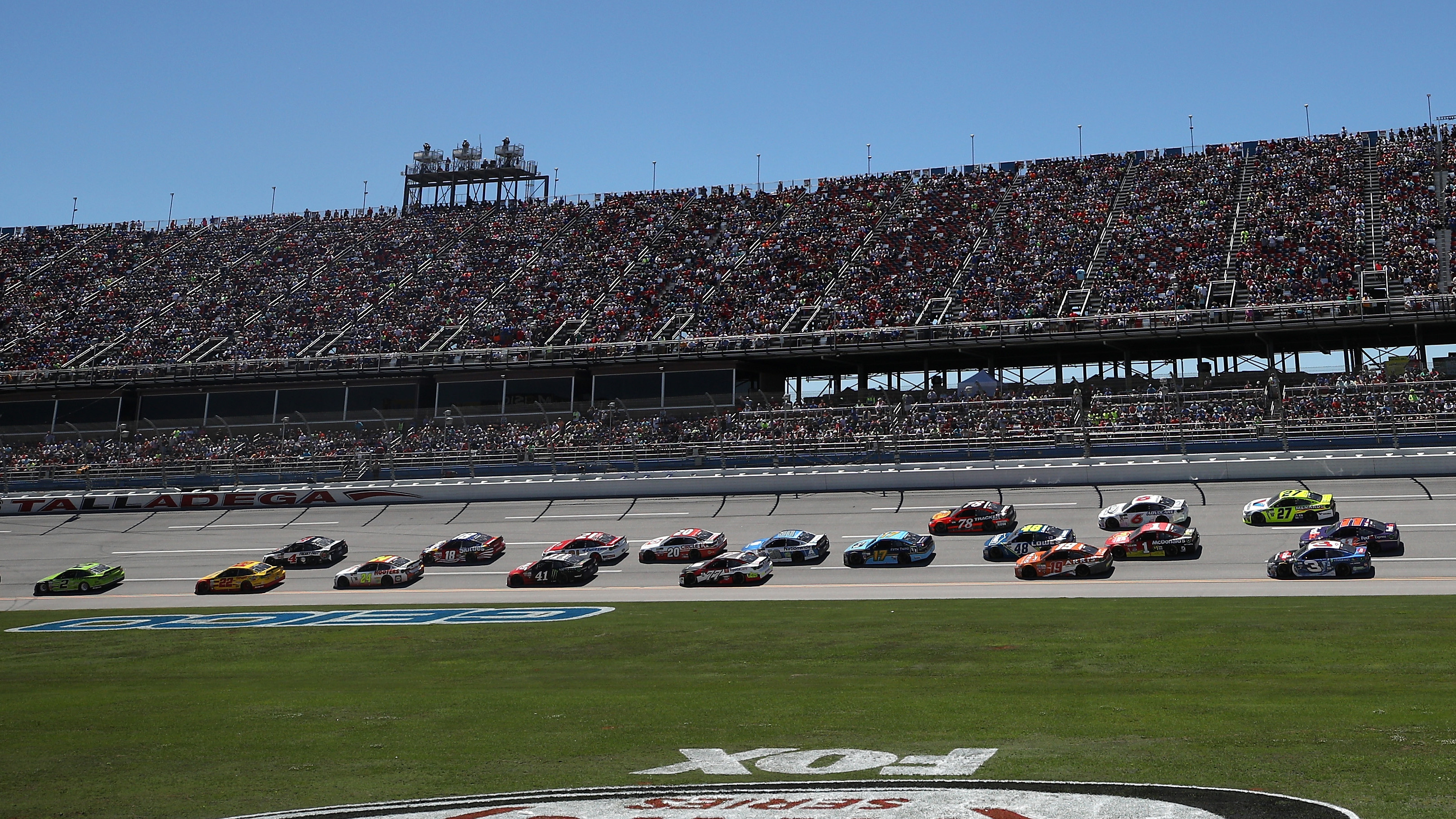 TALLADEGA, AL - MAY 07: Cars race during the Monster Energy NASCAR Cup Series GEICO 500 at Talladega Superspeedway on May 7, 2017 in Talladega, Alabama. (Photo by Chris Graythen/Getty Images)