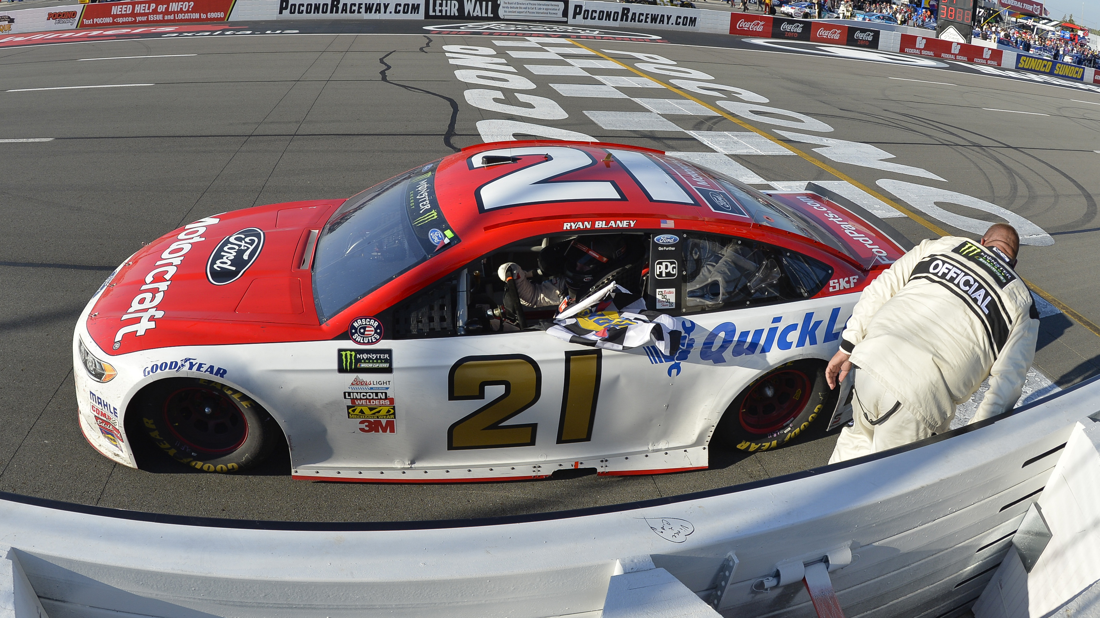 Monster Energy NASCAR Cup Series AXALTA presents the Pocono 400 Pocono Raceway, Long Pond, PA USA Sunday 11 June 2017 Ryan Blaney, Wood Brothers Racing, Motorcraft/Quick Lane Tire & Auto Center Ford Fusion takes the checkered flag World Copyright: Logan Whitton LAT Images ref: Digital Image 17POC1LW3398