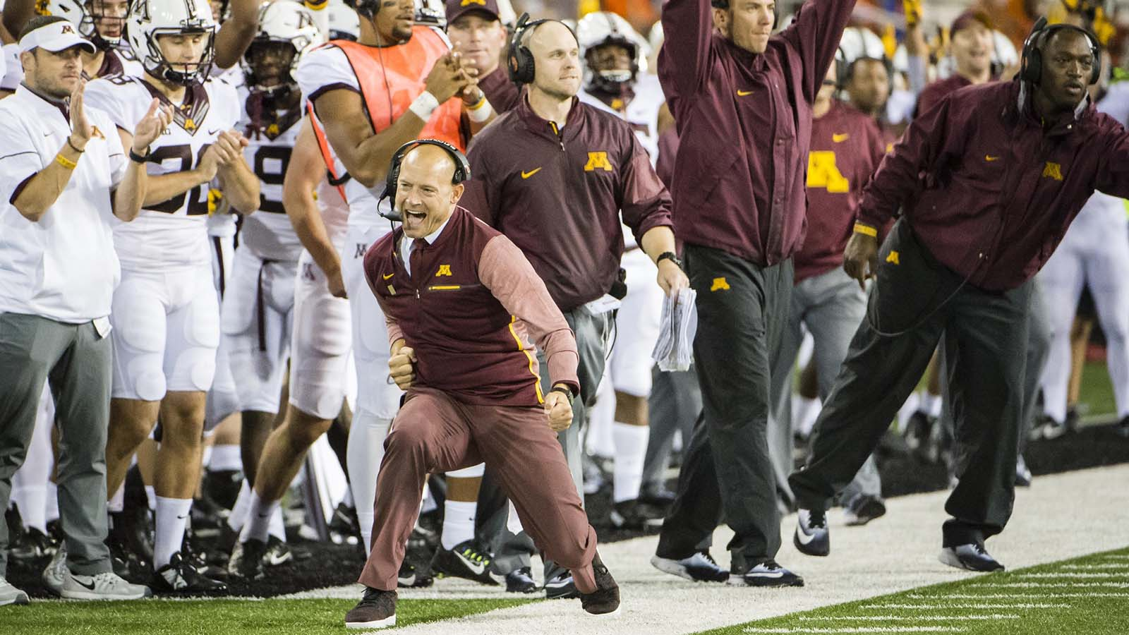 pi-fsn-gophers-pj-fleck-celebrate-090917