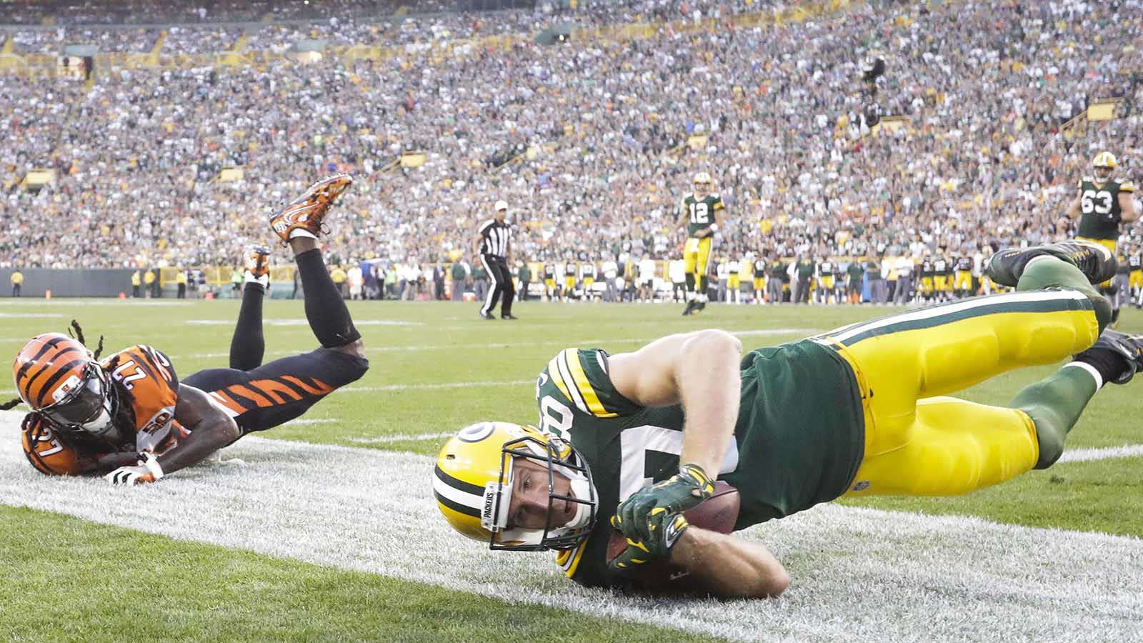 Green Bay Packers' Jordy Nelson catches a touchdown pass in front of Cincinnati Bengals' Dre Kirkpatrick during the second half of an NFL football game Sunday, Sept. 24, 2017, in Green Bay, Wis. (AP Photo/Morry Gash)