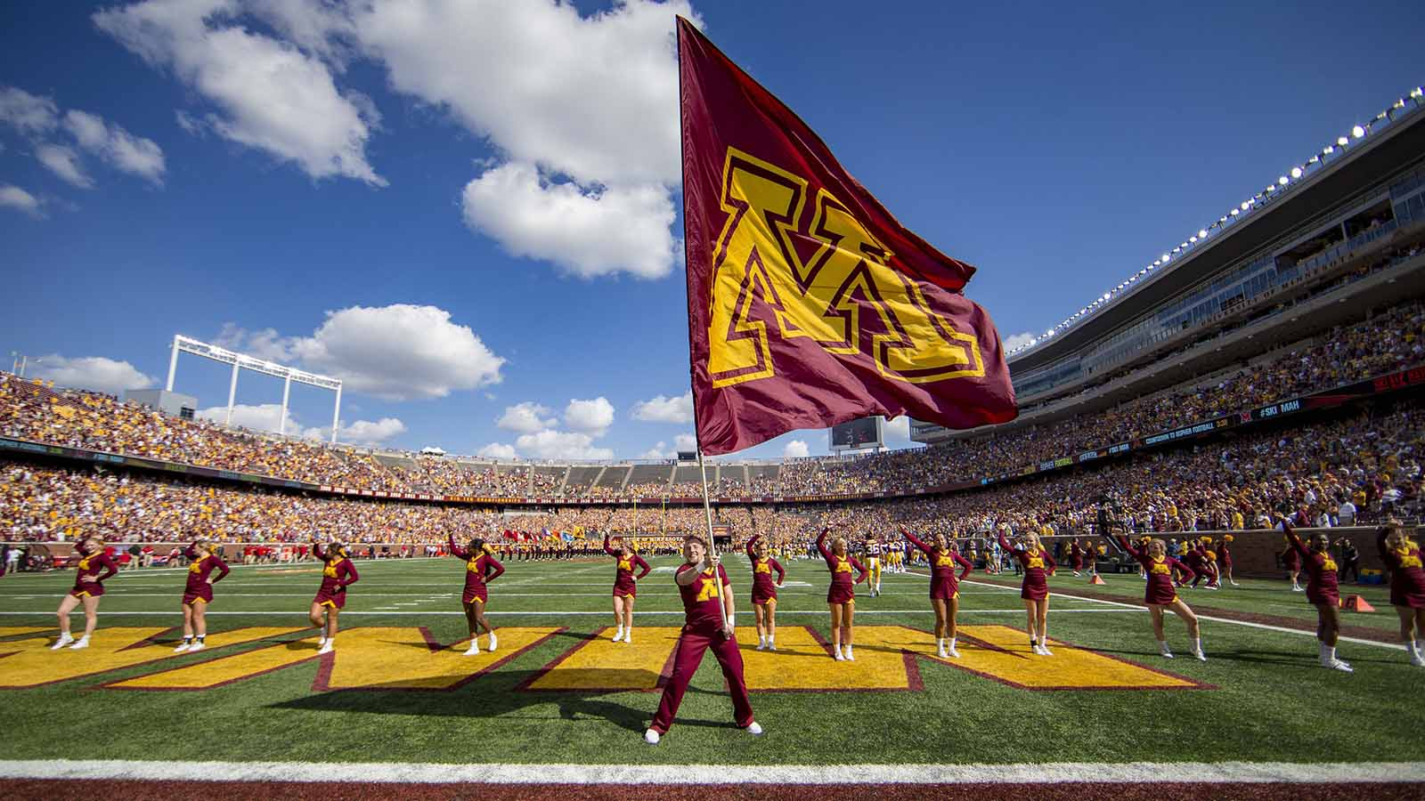 pi-fsn-gophers-tcf-bank-stadium-cheerleaders-091518