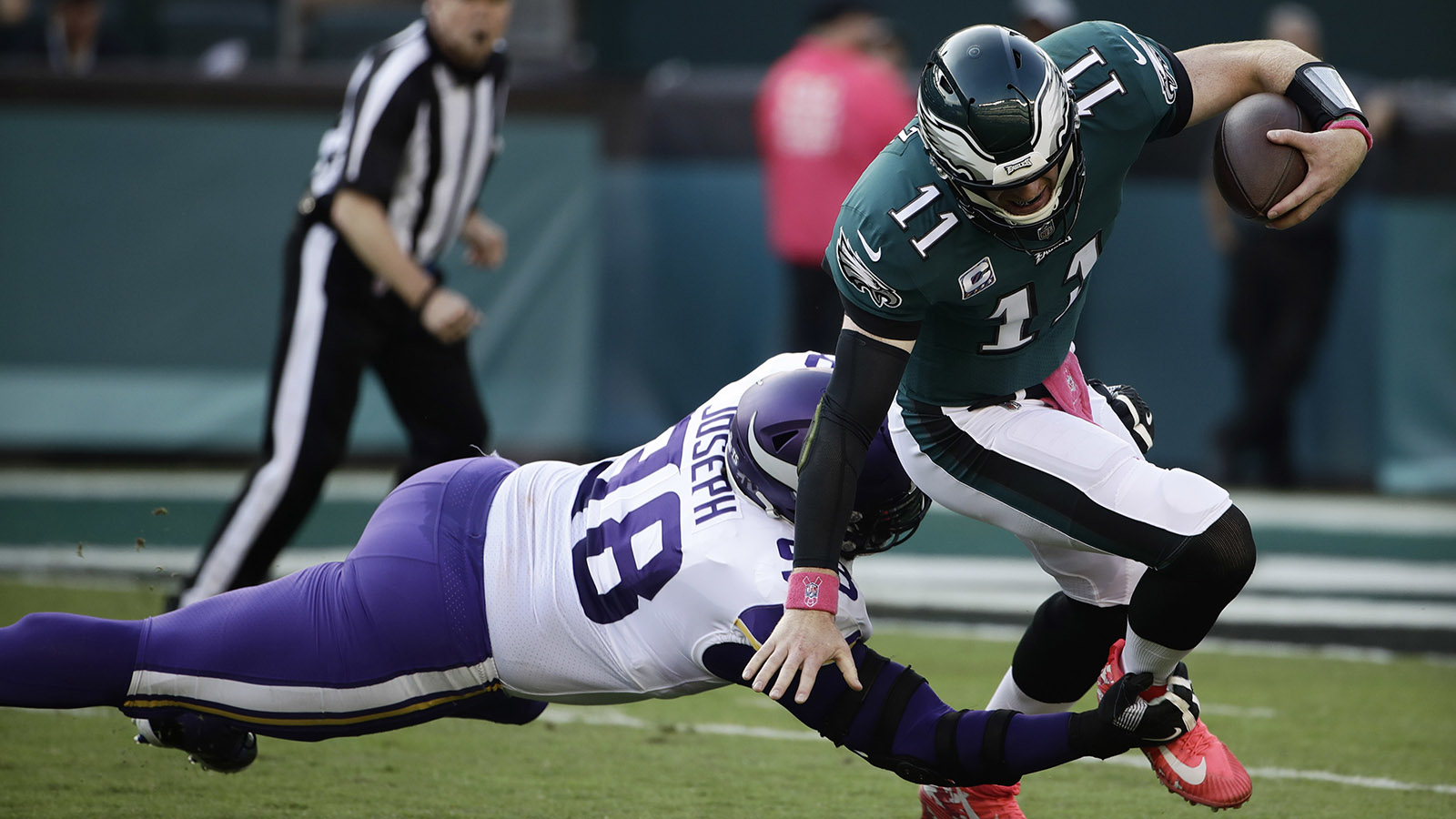 Philadelphia Eagles quarterback Carson Wentz tries to avoid Minnesota Vikings defensive tackle Linval Joseph during the first half.