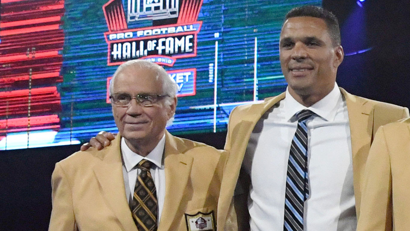 Aug 2, 2019; Canton, OH, USA; (Left to right) Johnny Robinson, Tony Gonzalez, Champ Bailey, Gil Brandt, Kevin Mawae, Ty Law and Ed Reed, Inductees of the 2019 Pro Football Hall of Fame, pose in gold jackets during the Enshrinees Gold Jacket dinner at Memorial Civic Center and Cultural Center. Mandatory Credit: Kirby Lee-USA TODAY Sports