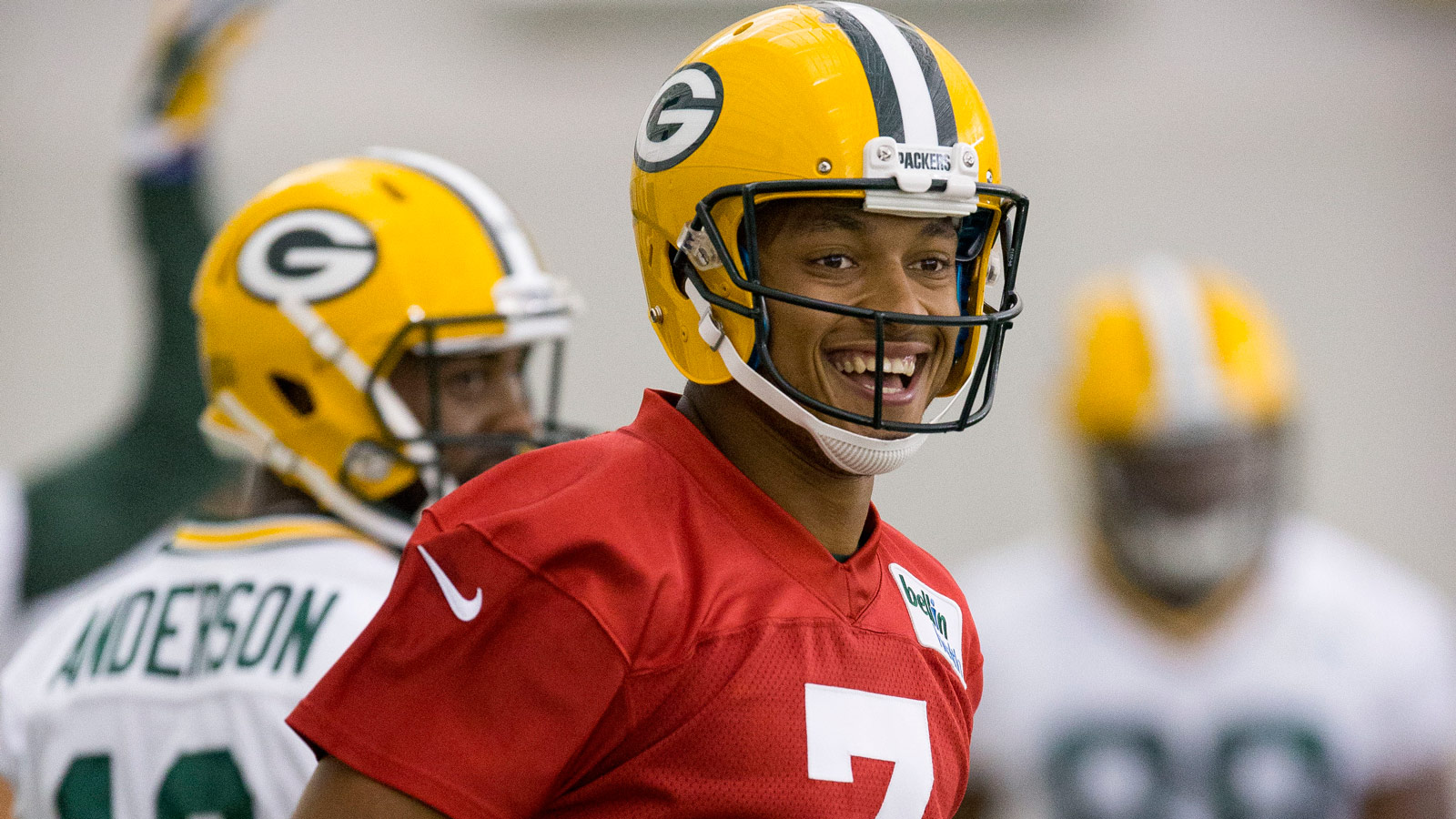 Former Green Bay Packers tight end Jermichael Finley believes the team should sign Brett Favre not Colin Kaepernick More here