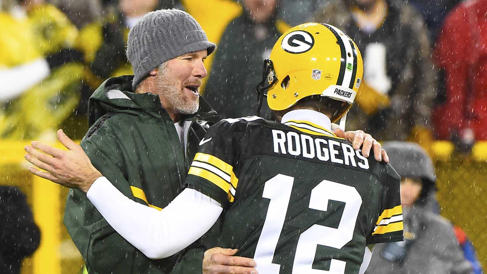 W07-PI-NFL-Favre-Brett-Rodgers-Aaron-112615