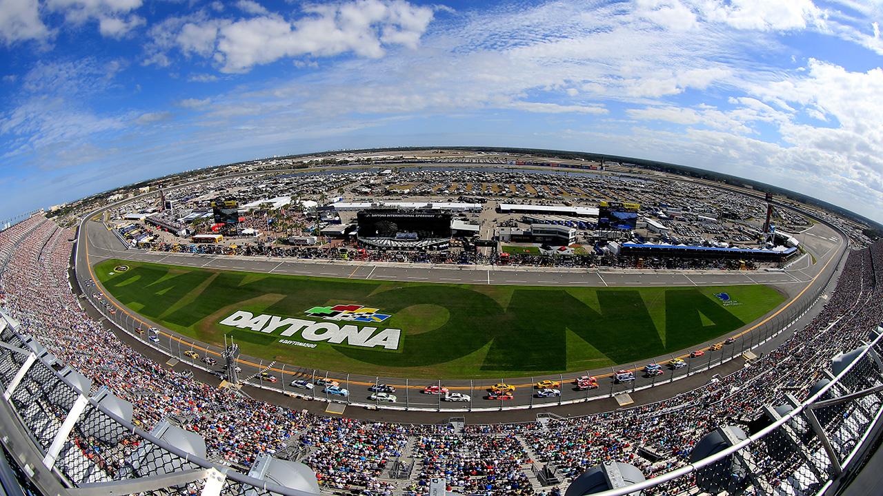 102016-NASCAR-Daytona-infield-grass